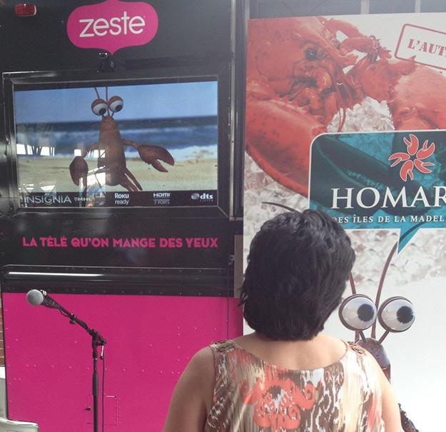 Les consommateurs ont pu interagir en temps réel avec la mascotte du homard des Îles de la Madeleine.